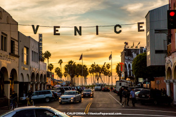 2017 Venice Sign Holiday Lighting.  Photo by VenicePaparazzi.com