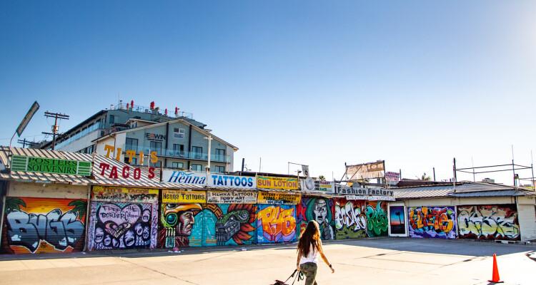 Sidewalk Market Murals. © VenicePaparazzi